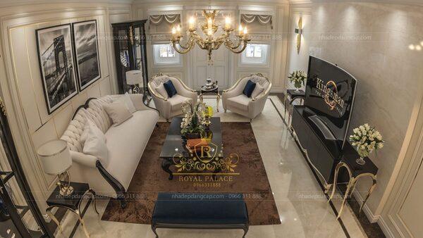 Một phòng khách đẹp thường được đặt ở vị trí trung tâm của ngôi nhà hoặc ở gần với cửa chính